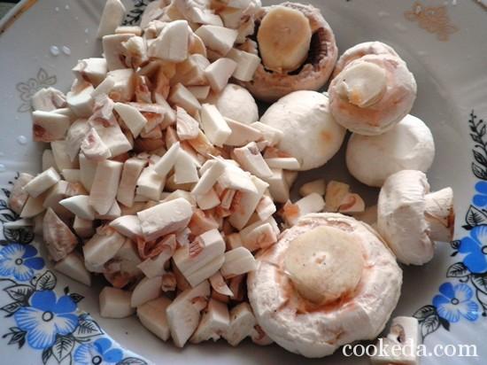 Блинчики мясные - нарезаем грибы