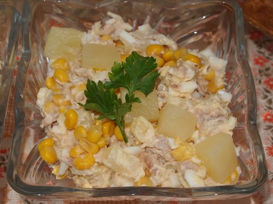 Салат с курицей и ананасами-05