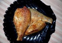 Жареная речная рыба на сковороде