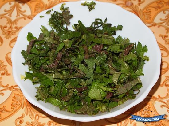 Салат из капусты с огурцом и редисом-03
