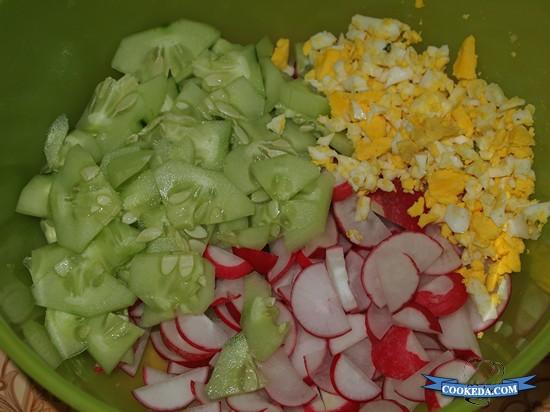Салат из капусты с огурцом и редисом-04