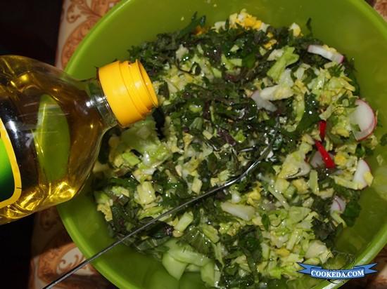 Салат из капусты с огурцом и редисом-06