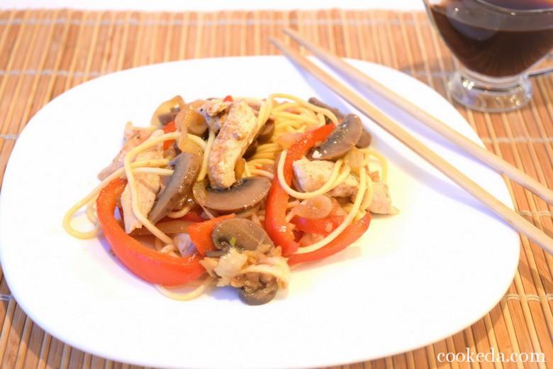 Китайская лапша курицей овощами