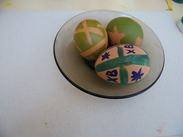 Как разукрасить яйца на Пасху фото-10
