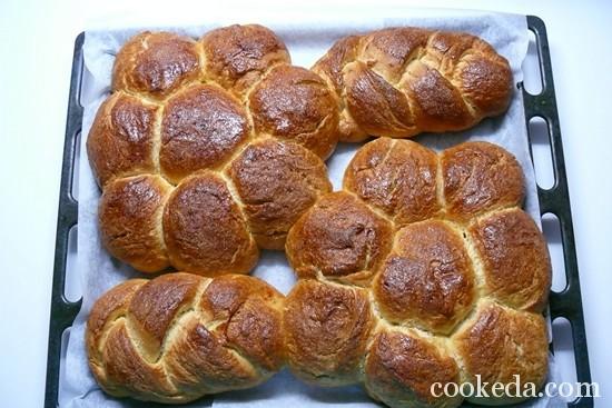 Дрожжевые пасхальные булочки