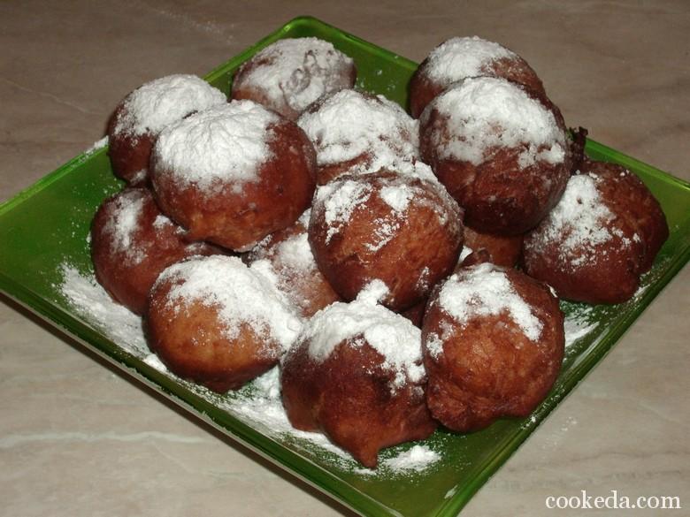 Дрожжевые пончики в сахарной пудре