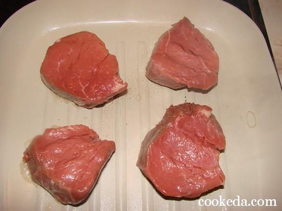 Как сделать стейк из говядины мягким и сочным на сковороде