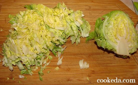 Салат молодой капусты луком яйцом фото-02