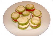 Закуска из кабачков с помидорами в чесночном соусе