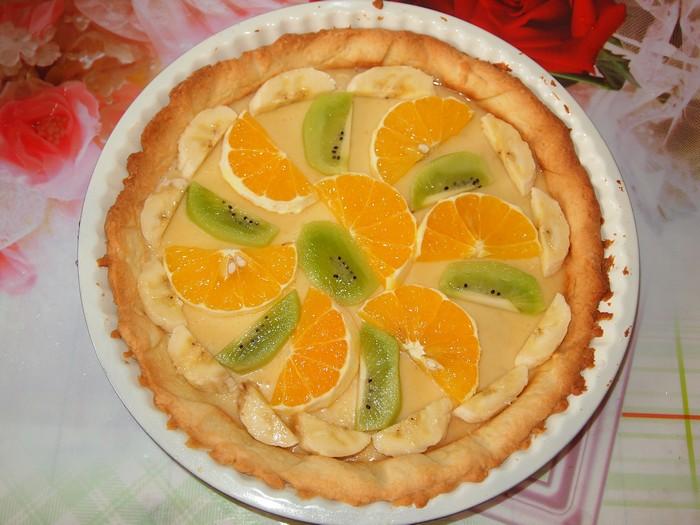 Песочный торт с желе и фруктами