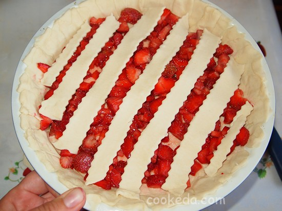 Слоеный пирог с клубникой фото-08