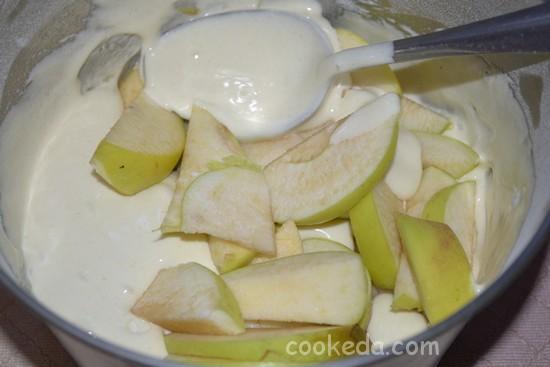 Шарлотка с яблоками-10