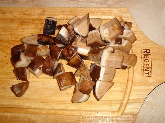 Свинина с грибами и картофелем в горшочках-04