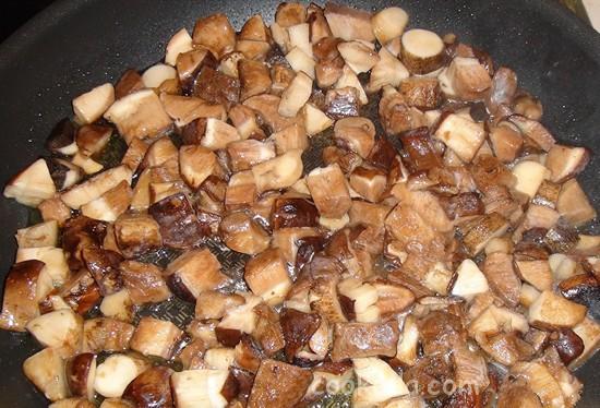 Свинина с грибами и картофелем в горшочках-05
