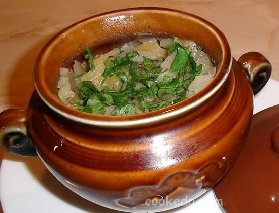 Свинина с грибами и картофелем в горшочках-17