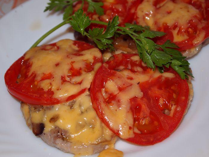Мясо по-купечески с грибами и сыром в духовке