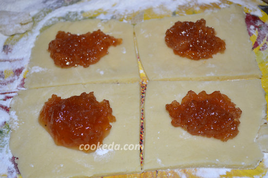 Печенье из слоеного теста с джемом-03