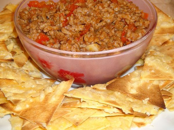 Чипсы по-мексикански с фаршем и овощами