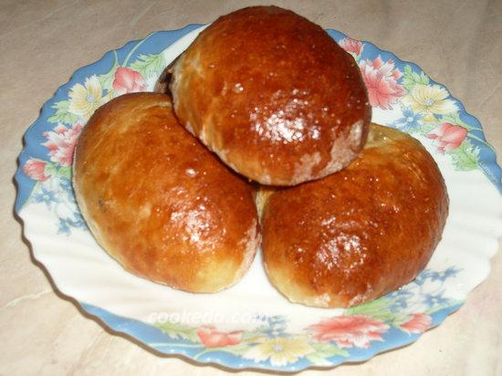 Дрожжевые пирожки с яблочным джемом