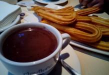 Чуррос с чашечкой шоколада