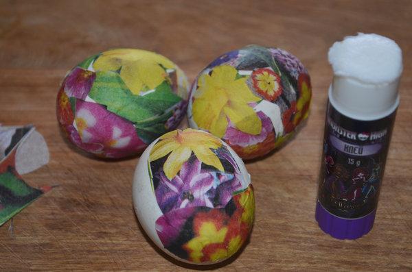 Пасхальные яйца в технике декупаж-05