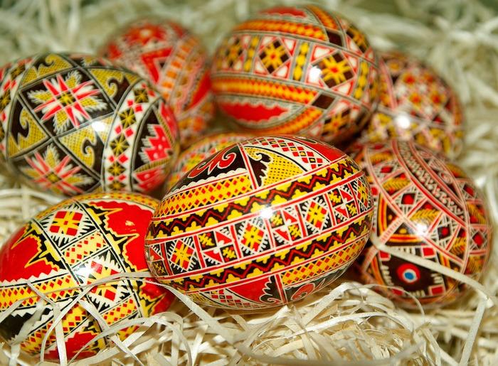 Крашеные пасхальные яйца из Румынии