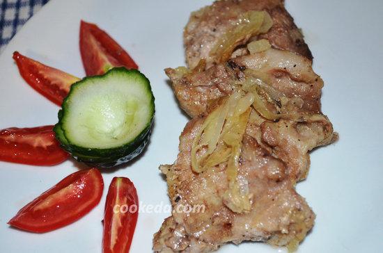Свинина с луком на сковороде-09