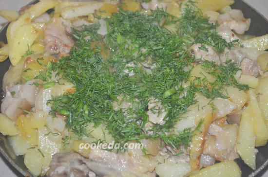 Жареная картошка с грудинкой-10