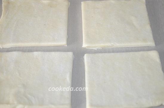 Слоеное пирожное с творогом и клубникой-03