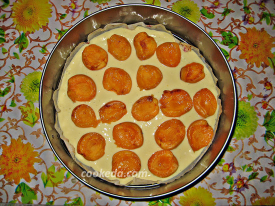 Наливной пирог с абрикосами-10