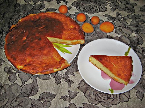 Наливной пирог с абрикосами на кефире