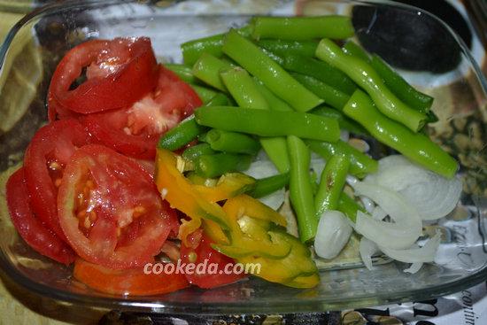 Рыба с овощами в духовке - порезать перец и помидоры