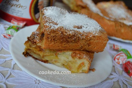 пирог с яблоками в духовке - кусочек шарлотки