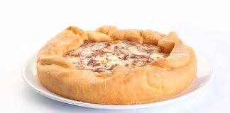 Луковый пирог с беконом