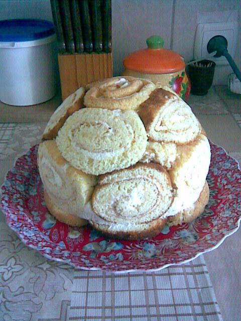 Королевская шарлотка с творогом из бисквитных рулетов