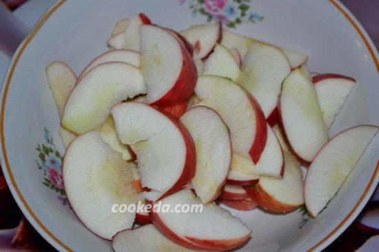 Розочки из теста с яблоками-09