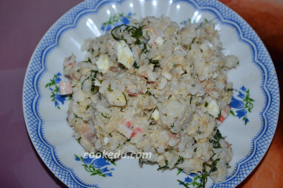 Салат из консервированной скумбрии-11