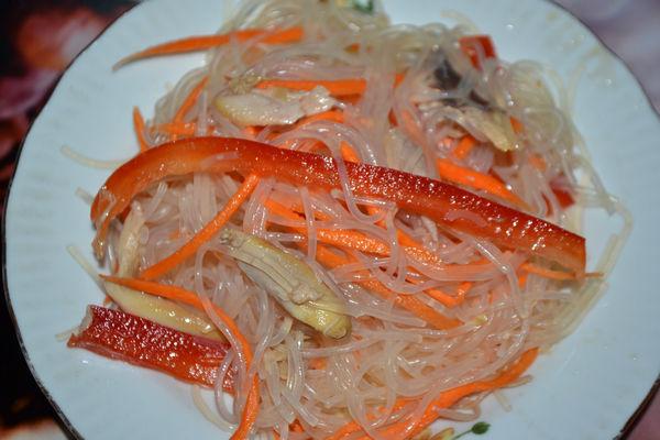 Салат фунчоза с курицей