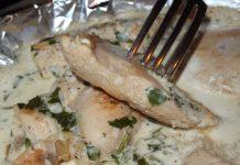 Куриное филе под сметанно-чесночным соусом