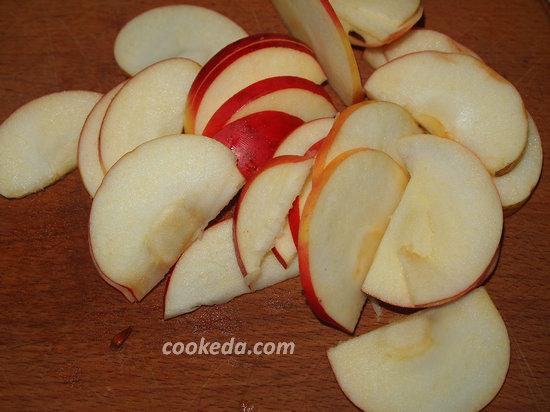 Макаронник с творогом и яблоками-05