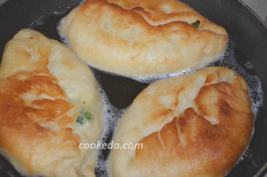 пирожки с зеленым луком и яйцом-10