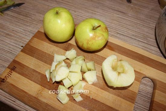 шарлотка с яблоками и корицей-09