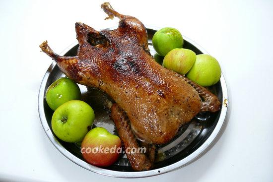 Утка с яблоками в духовке-10