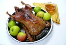 Утка с яблоками в духовке