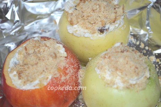 Как испечь яблоки с изюмом-06