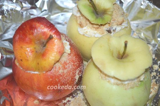 Как испечь яблоки с изюмом-07