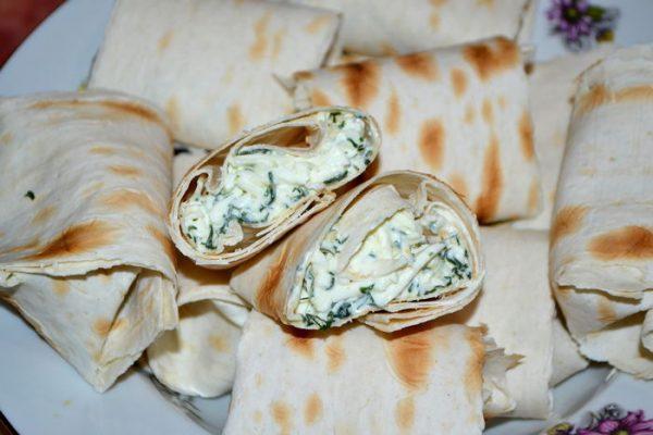 Конвертики из лаваша с сыром - пошаговый рецепт