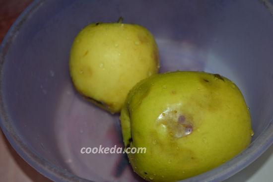 Рулет с яблоками и изюмом из лаваша