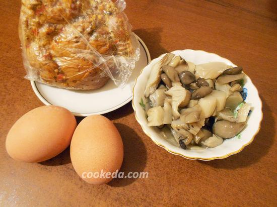 Салат с маринованными грибами и яйцом