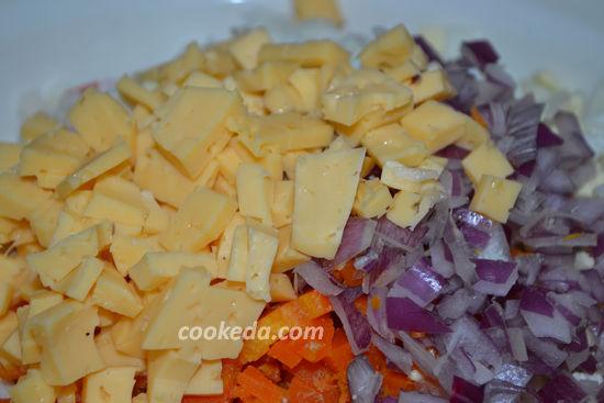 Вкусный салат с крабовыми палочками, кукурузой и рисом